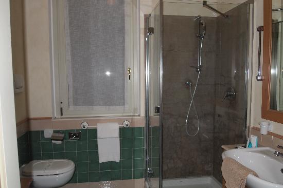 Hotel Residence Santa Giulia: la salle de bain