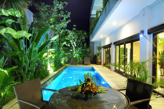 Lima Puri Villas Bali: Swimming Pool @ night