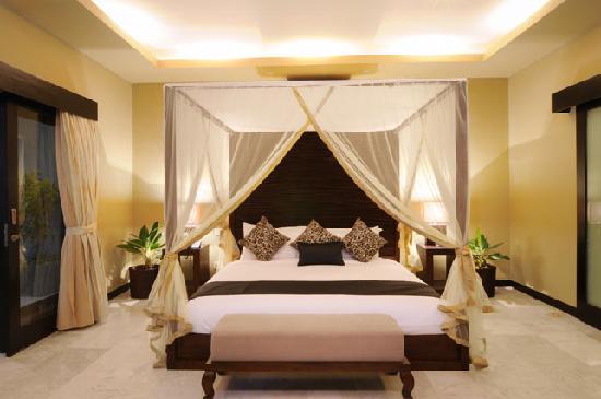 Lima Puri Villas Bali: En-Suite 4-Poster Master Bedroom