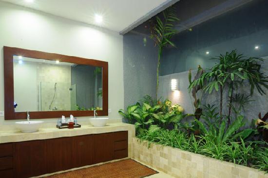 Lima Puri Villas Bali: 2nd Bedroom's En-Suite