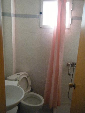 Hotel Ilis: Bathroom 219