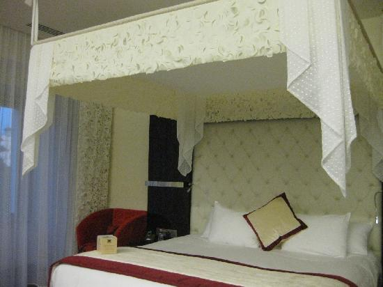 IBEROSTAR Grand Hotel Budapest: Cama extragrande habitación 303