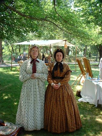 Fort Ward Museum and Park: Ladies with style!