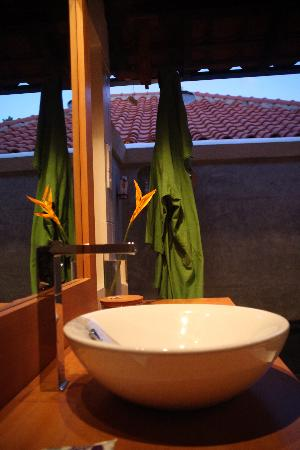Saman Villas: bathroom