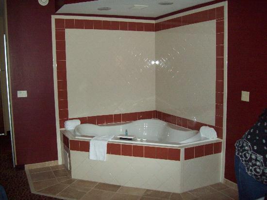 Hampton Inn Auburn: Spotless large hot tub