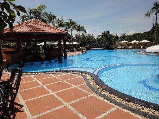 Blue Waves (Tien Dat) Resort: Pool across the street (hill side building)