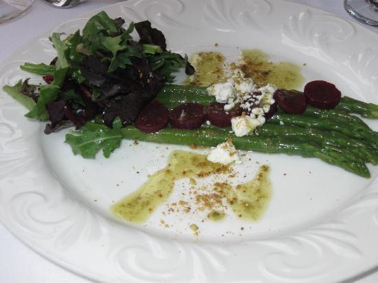 Bramble Inn Restaurant: Grilled asparagus salad