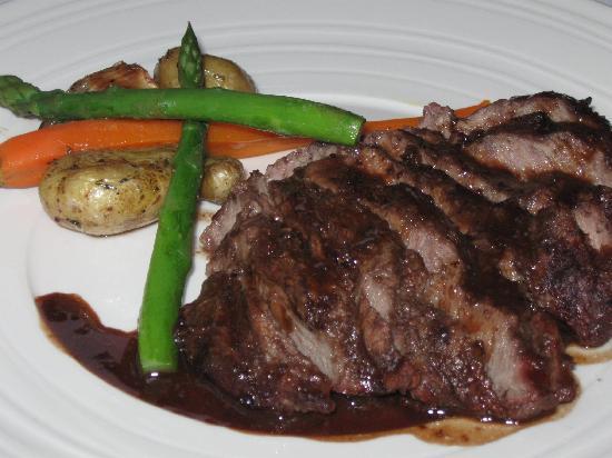 Bramble Inn Restaurant: Grilled flat iron steak