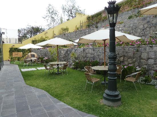 El Cabildo: zona de descanso en el jardín