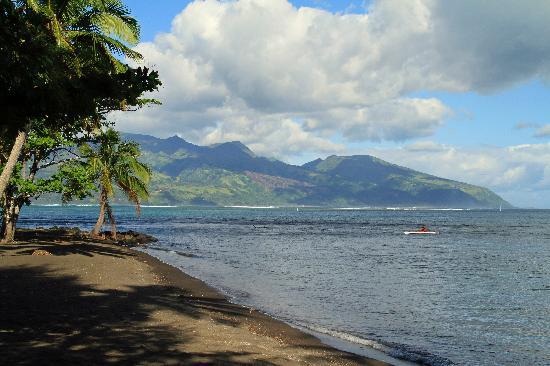 Paul Gauguin Museum: Tahiti-iti from the beach near the Gauguin Museum