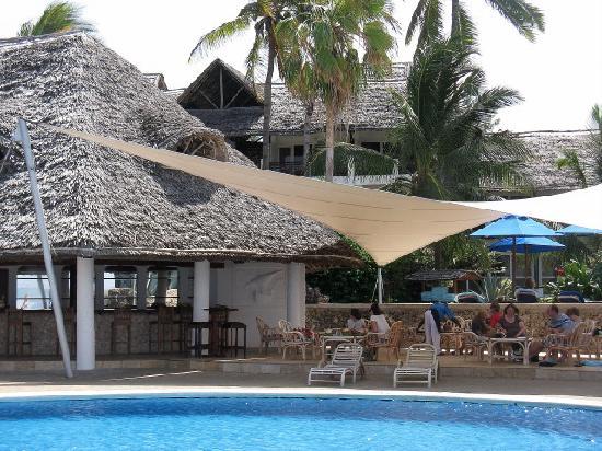 Hemingways Watamu: Il bar della piscina