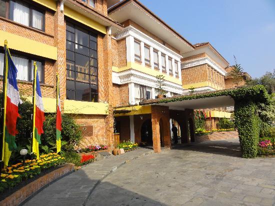 Shangri-La Hotel Kathmandu: Shangri-La Hotel front approach