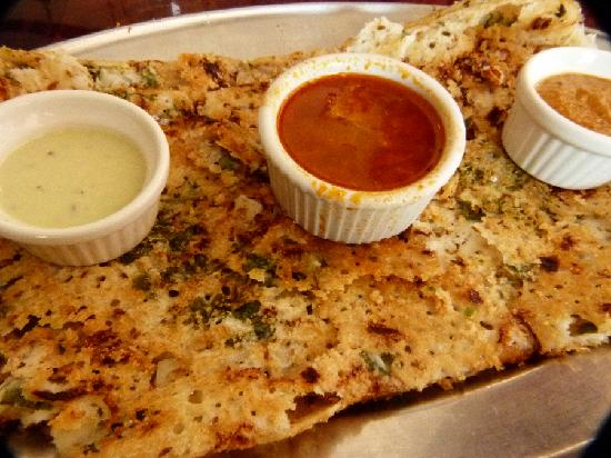 Meena's Kitchen: Onion rava dosa - served with 3 dips