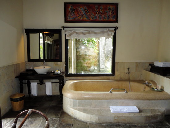 Furama Villas & Spa Ubud: Bath