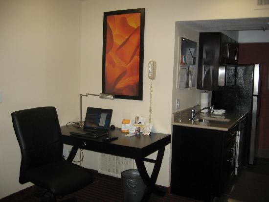 HYATT House Dallas/Las Colinas: Escritorio.
