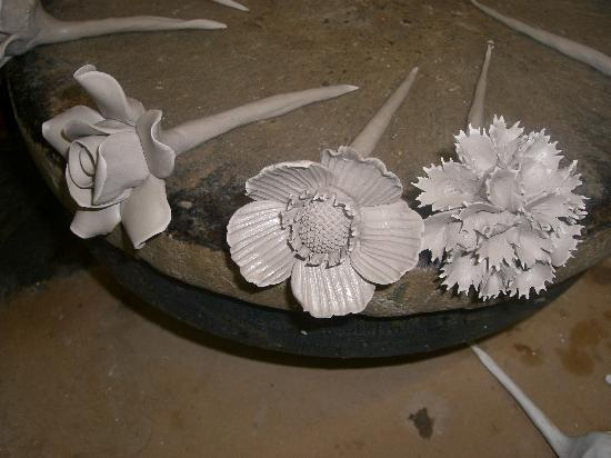 Gladstone Pottery Museum: Hand made flowers