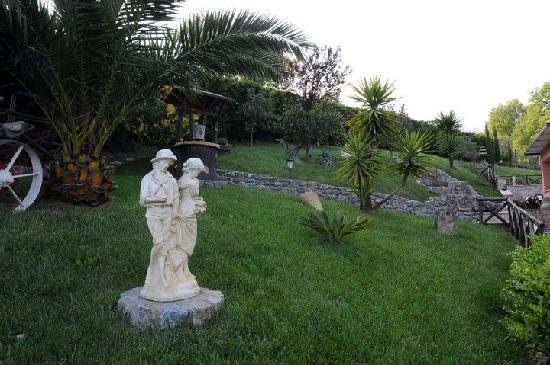 Bar Trattoria da Zio Pierino : Giardino..