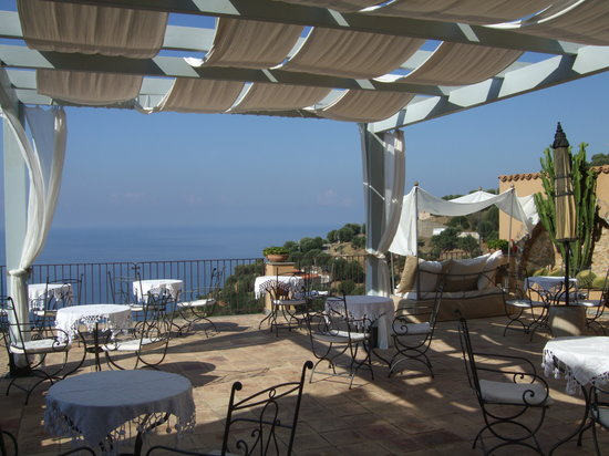Marulivo Hotel: The terrace for breakfast!