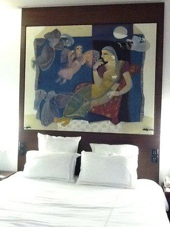 Swissotel Kolkata: the wonderful art in the room