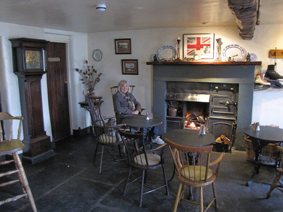 The Tower Bank Arms: Inside the Tower Banks Arm next to a cozy fire!