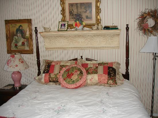 Marina Street Inn Bed and Breakfast : Rambling rose room