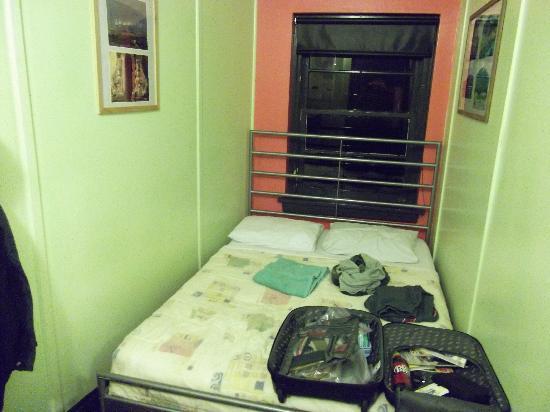 Ocean Island Inn / Backpackers / Suites: Private Room (2 persons)