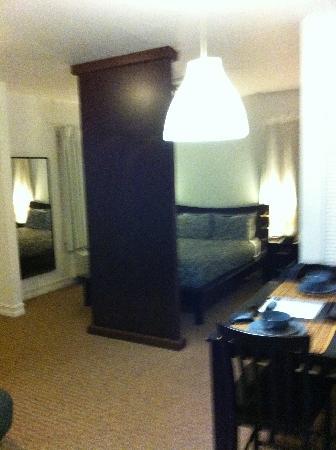Ocean Reef Suites: nice bed