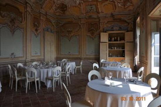 Magliano Alfieri, Itálie: una delle belle sale