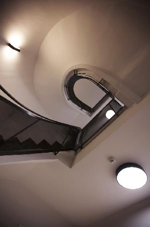 Arc Suites : Stairs_2