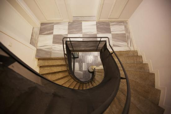 Arc Suites : Stairs_3