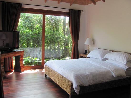 Tango Luxe Beach Villa : bed