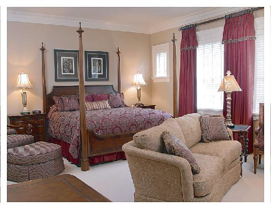 Inn at USC Wyndham Garden: Cain Suite