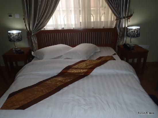 Lush Garden Hotel: 2nd floor room