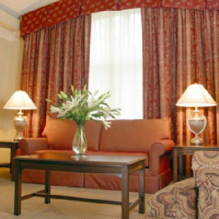 Inn at USC Wyndham Garden: Cathedral Suite