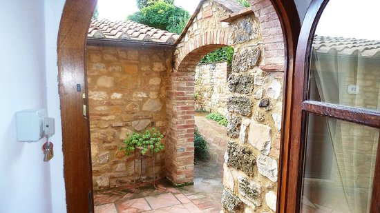 I Melograni del Chianti: Looking out of #4 doorway