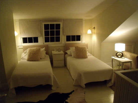 Adora Inn: The Vanilla Room... 3rd floor, very comfortable