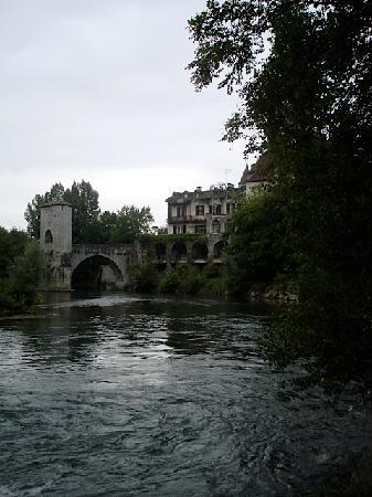 La Maison de Navarre: The river nearby