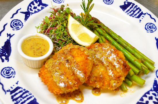 Barracuda Grill : crab cakes with honey mustard