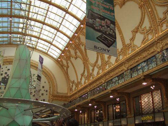 Shopping Stadsfeestzaal: Innenansicht1