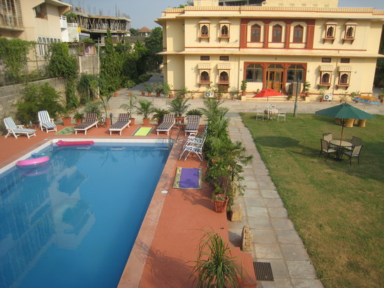 Devi Niketan Heritage Hotel: The Swimming pool