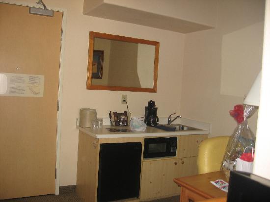 سبرنجهيل سويتس باي ماريوت بريسكوت: Kitchen in room