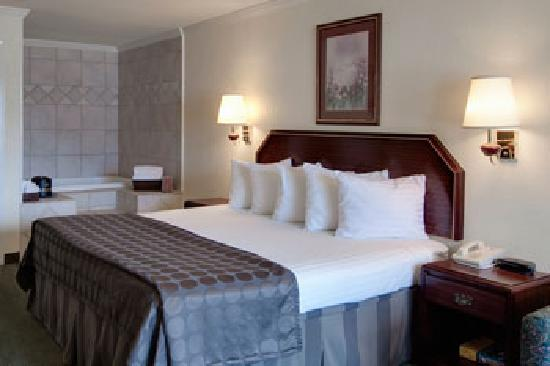 Whirlpool suites available Picture of BEST WESTERN Garden Inn