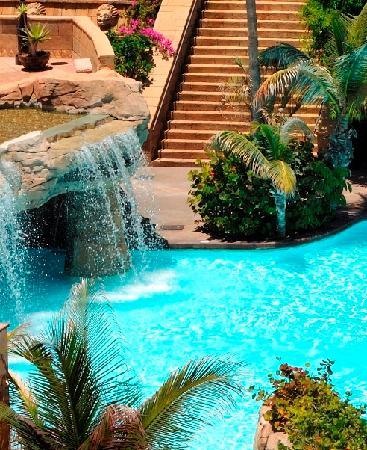 Europe Villa Cortes: Heated sweet water pool with waterfalls