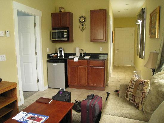 Colonel's Suites : Room #1 Kitchenette