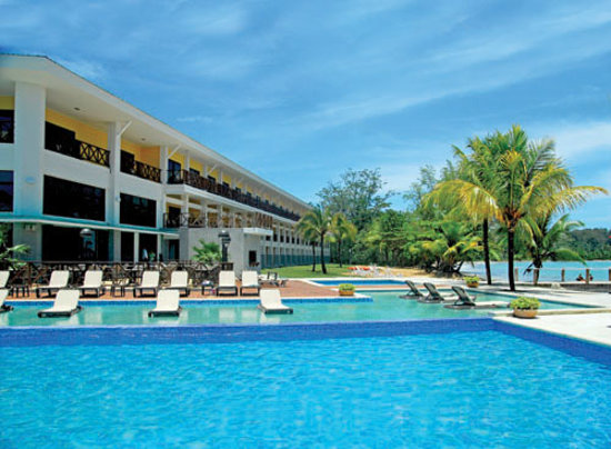 Playa Tortuga Hotel & Beach Resort: Playa Tortuga Hotel and Beach Resort - view of the hotel and the pool