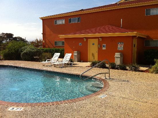 Howard Johnson Inn San Antonio/Near Six Flags Fiesta Texas: Pool