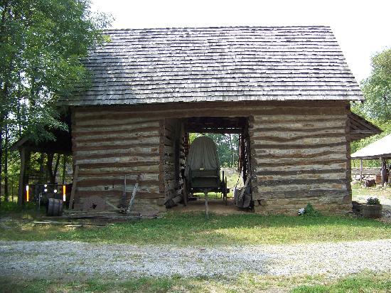 Eversgerd s civil war fort germantown tripadvisor for Authentic log cabins for sale