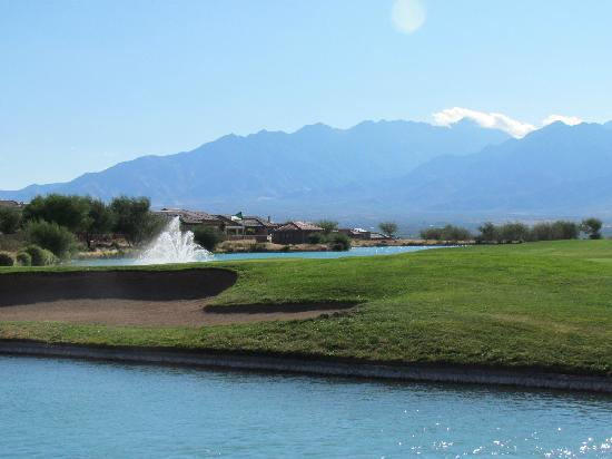 Wyndham Green Valley Canoa Ranch Resort: view of golf course from pool area