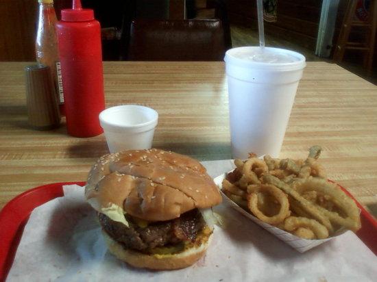 P O'S Outdoor Pavilion: A 1/2 pound P.O.'s burger with Texas Toothpicks
