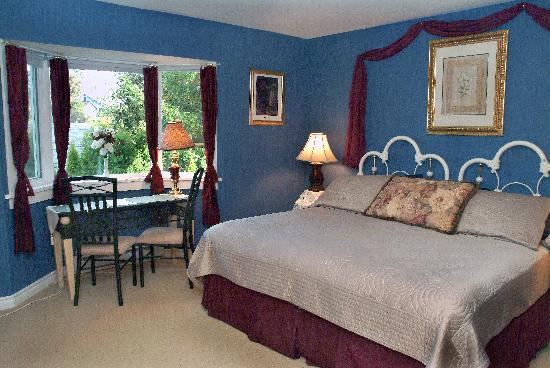 A Scented Garden Bed and Breakfast: Our spacious Island Thyme room with King bed